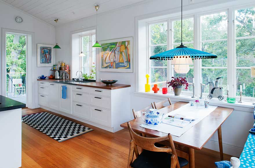 Swedish home with a mixed style nordic bliss - Decorating ideas cheerful kitchen ...