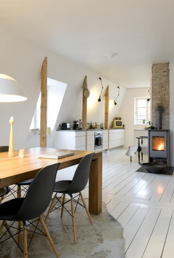 Simple Scandinavian Dining Room Ideas 10: Loft With Wooden Beams