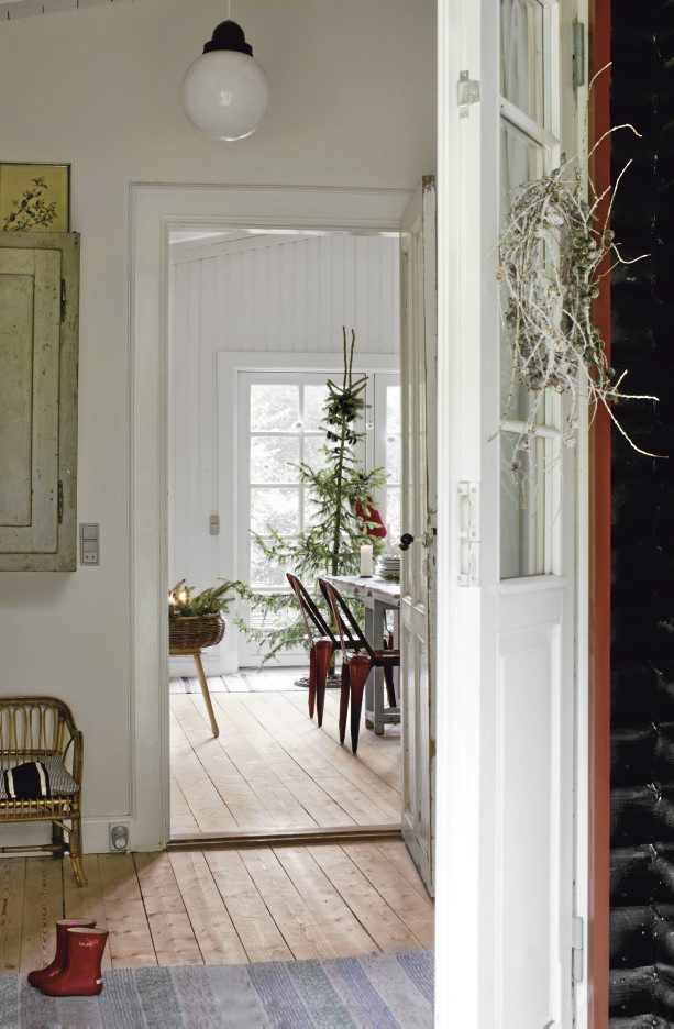 Cosy country christmas nordic bliss for Scandinavian style doors